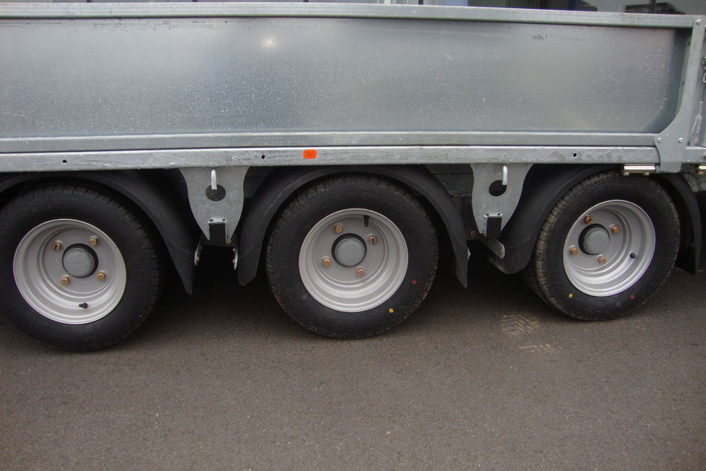 Ifor Williams machinetransporter 550x204cm 3500kg kantelbaar Ifor Williams kantelbaar 550x204cm 3500kg PAK Aanhangwagens drie as