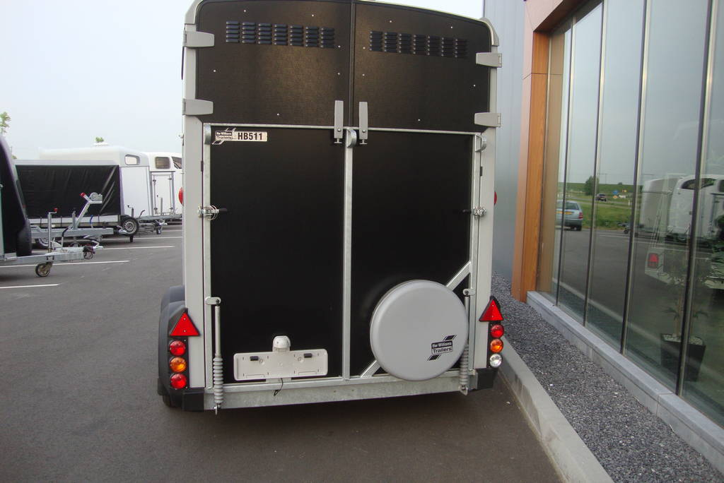 Ifor Williams HB511 2 paards paardentrailer Ifor Williams HB511 2 paards trailer zwart paardentrailers PAK Aanhangwagens achter dicht