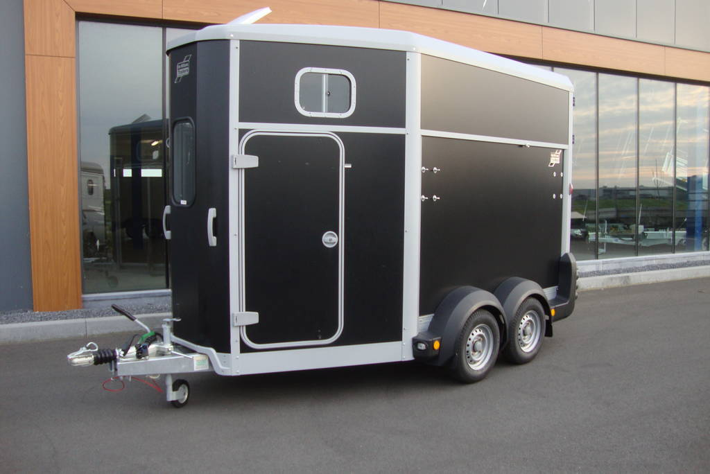 Ifor Williams HB511 2 paards paardentrailer Ifor Williams HB511 2 paards trailer zwart paardentrailers PAK Aanhangwagens overzicht